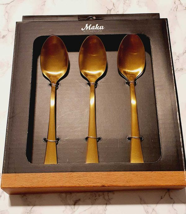 cucharas de postre doradas